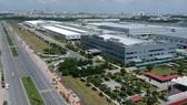 Nhà máy Samsung trong KCN cao TPHCM                  Ảnh: CAO THĂNG