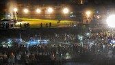 Đoàn tàu đã cán qua đám đông đang tụ tập ở đường ray để tham gia lễ hội Dussehra truyền thống của người Hindu. Ảnh: INDIA EXPRESS