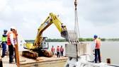 Cà Mau áp dụng công nghệ mới vào xây kè phòng chống sạt lở bờ biển