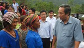 Bí thư Tỉnh ủy Quảng Bình Hoàng Đăng Quang thăm hỏi  đồng bào xã Tân Trạch, Bố Trạch sau siêu bão số 10 năm 2017