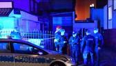 Lực lượng chức năng phong tỏa hiện trường vụ hỏa hoạn tại thành phố Koszalin. Ảnh:  PAP