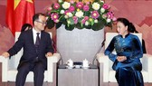 Chủ tịch Quốc hội Nguyễn Thị Kim Ngân và Viện trưởng Viện Công tố tối cao Hàn Quốc Moon Moo-il. Ảnh: TTXVN