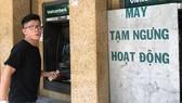 Một máy ATM ngưng hoạt động ngày 31-1           Ảnh: THÀNH TRÍ