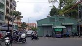 Dãy chợ tạm trên đường Tháp Mười chiếm dụng mặt đường, cản trở lưu thông
