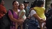 Người di cư bị bắt giữ tại Verecruz, Mexico, ngày 27-6-2019. Nguồn: TTXVN