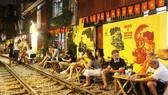 Cà phê đường tàu ở Hà Nội là địa điểm thu hút rất nhiều du khách