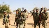Các lực lượng ủng hộ Thổ Nhĩ Kỳ ở ngoại ô thị trấn biên giới Ras al-Ain, Syria ngày 16-10-2019. Nguồn: TTXVN