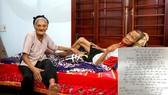 Đơn viết tay tự nguyện xin ra khỏi hộ nghèo của vợ chồng ông Nguyễn Văn Lương và bà Dương Thị Huệ (đều 90 tuổi, trú tại thôn Liên Hương)