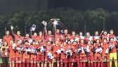 Niềm vui đoạt huy chương vàng của đội tuyển bóng đá nữ Việt Nam Ảnh: DŨNG PHƯƠNG