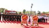 Các đại biểu dâng hương tưởng niệm tại Tượng đài chiến thắng Tua Hai  (xã Thái Bình, huyện Châu Thành, tỉnh Tây Ninh)