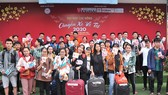 Sinh viên Trường Lạc Hồng vui vẻ chuẩn bị lên xe về quê đón tết