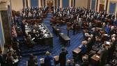 Các nhà lập pháp tại Thượng viện tuyên thệ, bắt đầu phiên xét xử Tổng thống Trump. Nguồn: AXIOS