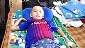 Một cháu bé thuộc hộ nghèo bị ung thư gan