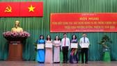 Phó Bí thư Thành ủy, Chủ tịch HĐND TPHCM  Nguyễn Thị Lệ tuyên dương các cá nhân  và tập thể tiêu biểu quận 11