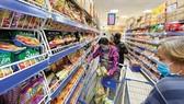 Các loại mì gói đầy tràn tại siêu thị ngày 10-3 Ảnh: CAO THĂNG