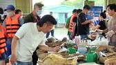 Du khách đã trở lại tham quan, mua sắm tại Chợ nổi Cái Răng vào dịp lễ 30-4 và 1-5 vừa qua