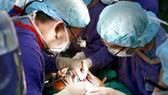 Cứu sống cụ bà có tim nằm bên phải bị rối loạn nhịp