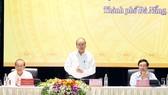 Thủ tướng  Nguyễn  Xuân Phúc cùng Phó Thủ tướng Thường trực Trương Hòa Bình và Phó Thủ tướng,  Bộ trưởng  Bộ Ngoại giao  Phạm  Bình Minh  chủ trì hội nghị. Ảnh: TTXVN