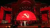 Chương trình nghệ thuật kỷ niệm 90 năm Ngày thành lập  Đảng Cộng sản Việt Nam do TPHCM tổ chức, Ảnh: DŨNG PHƯƠNG