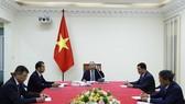 Thủ tướng Nguyễn Xuân Phúc điện đàm với Chủ tịch Ủy ban châu Âu. Nguồn: VGP