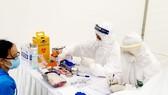 Lấy mẫu xét nghiệm cho người nghi nhiễm virus SARS-CoV-2