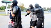 Cảnh sát Belarus bắt giữ người biểu tình gây bạo động
