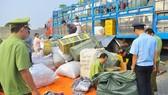 Phát hiện xe tải chở hàng lậu từ Tây Ninh về TPHCM
