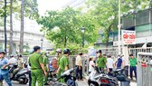 Lực lượng chức năng ra quân chấn chỉnh tình trạng mất an toàn giao thông trước cổng BV Chợ Rẫy sáng 6-9