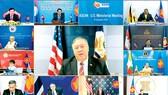 Ngoại trưởng Mỹ Mike Pompeo (ảnh giữa) phát biểu trong hội nghị trực tuyến  với Ngoại trưởng các nước ASEAN