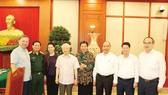 Tổng Bí thư, Chủ tịch nước Nguyễn Phú Trọng, Bí thư Quân ủy Trung ương và các đại biểu dự buổi làm việc với Thường vụ Quân ủy Trung ương. Ảnh: TTXVN