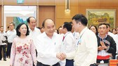 Thủ tướng Nguyễn Xuân Phúc gặp mặt các cá nhân xuất sắc  trong công tác dân vận. Ảnh: QUANG PHÚC