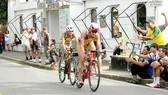 Thi đấu nội dung xe đạp của môn triathlon tại SEA Games 30. Ảnh: P. NGUYỄN