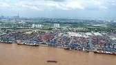 Dịch vụ logistics không còn là ngành nghề đầu tư kinh doanh có điều kiện  (Ảnh: Bốc dỡ hàng tại cảng Cát Lái, TPHCM). Ảnh: CAO THĂNG