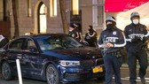 Chiếc xe đã đâm vào một số người biểu tình. Ảnh: NYDAILYNEWS.COM