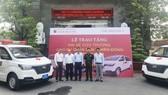 Bàn giao xe cứu thương cho Bệnh viện Quân Dân y miền Đông và Bệnh viện Quận 9