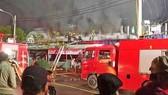 Dập tắt đám cháy dãy ki ốt sát nhà dân