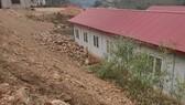 Sơ tán khẩn cấp gần 200 học sinh, thầy cô vì sạt lở đất