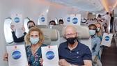 Chuyến bay đặc biệt gồm toàn bộ phi hành đoàn và hành khách đều đã được tiêm phòng