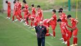 Phong thái tự tin của thầy trò HLV Park Hang-seo trước chuyến xuất ngoại đến UAE. Ảnh: MINH HOÀNG