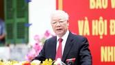 Tổng Bí thư Nguyễn Phú Trọng phát biểu sau khi bỏ phiếu bầu cử sáng 23-5. Ảnh: VIẾT CHUNG