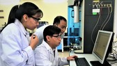 Các nhà khoa học đang làm việc tại Trung tâm Nghiên cứu vật liệu cấu trúc nano và phân tử (ĐH Quốc gia TPHCM)