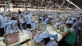 Đề xuất hỗ trợ tiền, miễn đóng bảo hiểm y tế với người lao động khó khăn