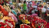 Tạm ngưng kinh doanh chợ hoa Đầm Sen