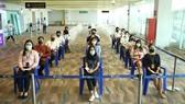 Người dân Phuket chờ tiêm vaccine để chuẩn bị cho kế hoạch  mở cửa du lịch vào ngày 1-7