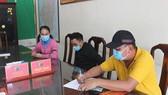 Anh Phạm Văn Thạo ký xác nhận việc chị Tuyền thỏa thuận trả lại tiền tại trụ sở Công an P.Hố Nai, TP.Biên Hòa. Ảnh: baodongnai.com.vn