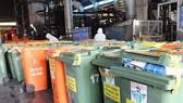 Lượng rác thải liên quan dịch bệnh gây quá tải cho hoạt động thu gom của công nhân Công ty Môi trường đô thị TPHCM