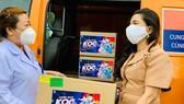Tặng thuốc hỗ trợ điều trị Covid-19 cho các nhà báo phía Nam