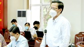 Chủ tịch UBND TPHCM Phan Văn Mãi phát biểu  tại buổi làm việc với lãnh đạo quận 7. Ảnh: THU HƯỜNG