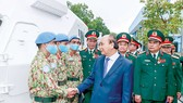 Chủ tịch nước Nguyễn Xuân Phúc chúc mừng các tập thể, cá nhân có thành tích xuất sắc trong tham gia hoạt động gìn giữ hòa bình Liên hiệp quốc