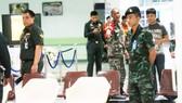 Binh sĩ và cảnh sát tại hiện trường vụ đánh bom Bệnh viện Phramongkutklao. Ảnh AP
